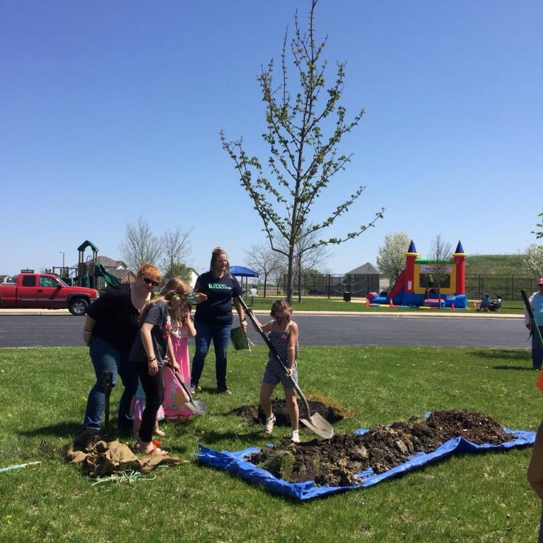 Lakewood Prairie Communitrees Tree Planting Celebration